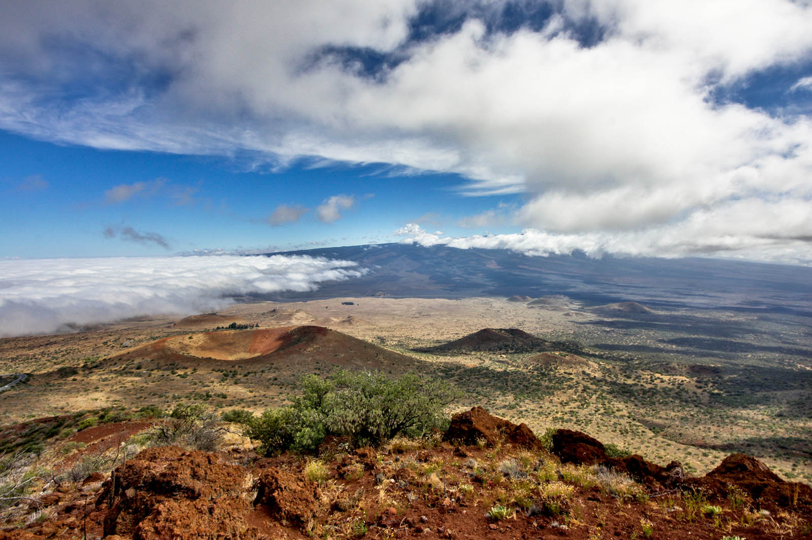 Mauna Loa from Mauna Kea by Joe Parks from Berkeley, CA is licensed under CC BY 2.0