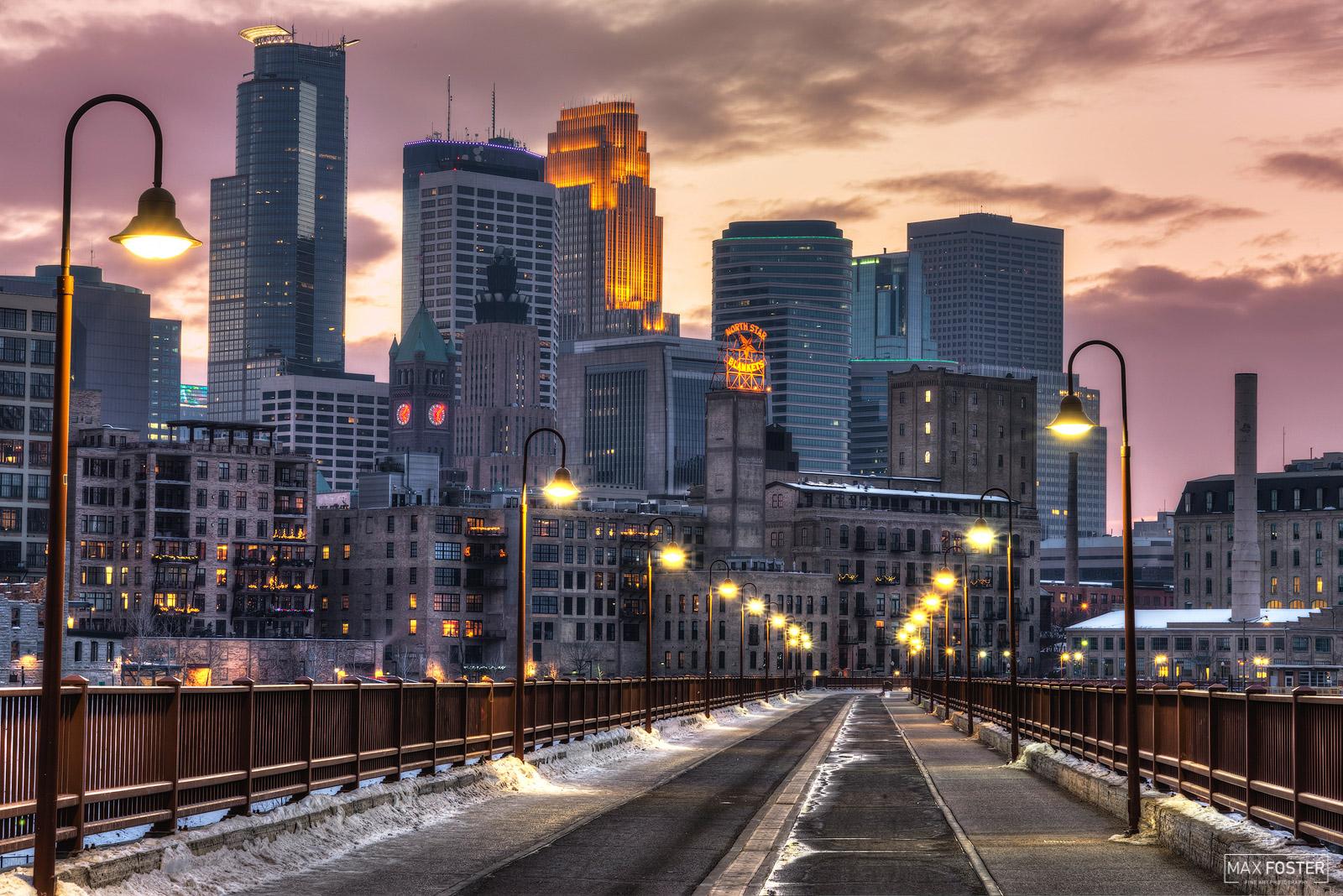 Minneapolis, Minnesota, North Star Night, Mississippi River, photo